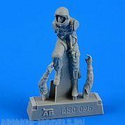 480096AERO  Фигура USAF Fighter Pilot - Pressure Suit 1960-1975 1/48